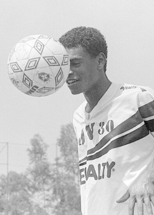O jovem Denílson treina pelo São Paulo no fim de 1994