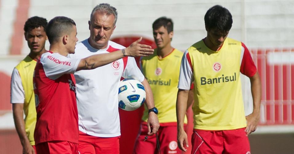 D'Alessandro conversa com Dorival Jr. durante treino do Inter (24/11/11)