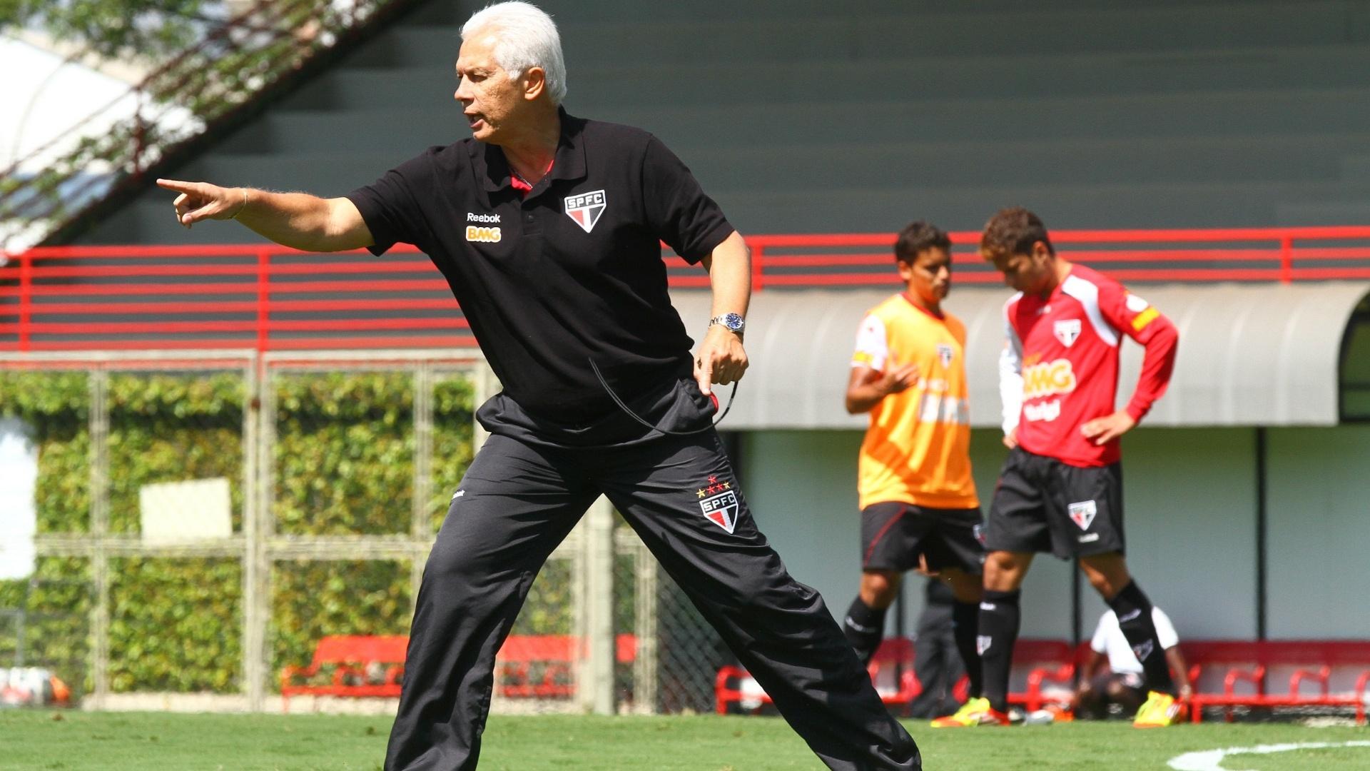 Leão dá instruções aos atletas em treino do São Paulo (25/11/2011)