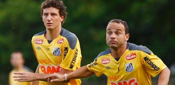 Elano e Léo participam de treinamento do Santos no CT Rei Pelé