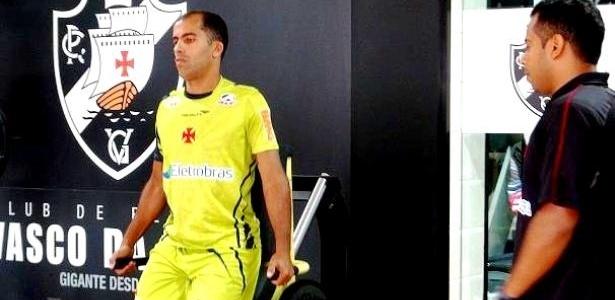 Felipe realiza treino na academia do Vasco acompanhado pelo fisiologista do clube