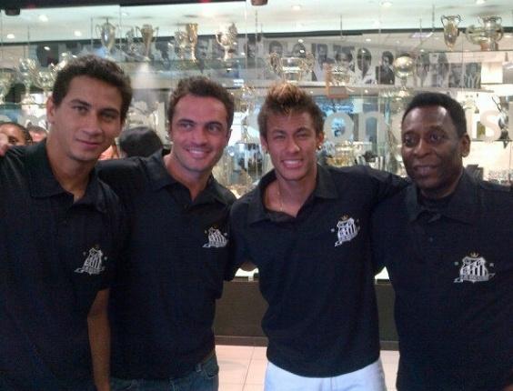 Ganso, Falcão, Neymar e Pelé no Salão de Marmore do Santos