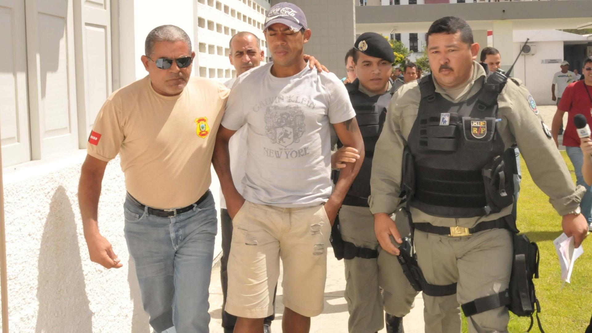 Marcelinho Paraíba, do Sport, é preso pela polícia após sofrer acusação de tentativa de estupro (30/11/2011)