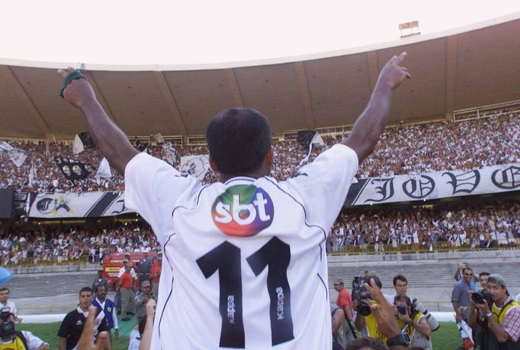 Romário comemora tetracampeonato brasileiro do Vasco em 2000