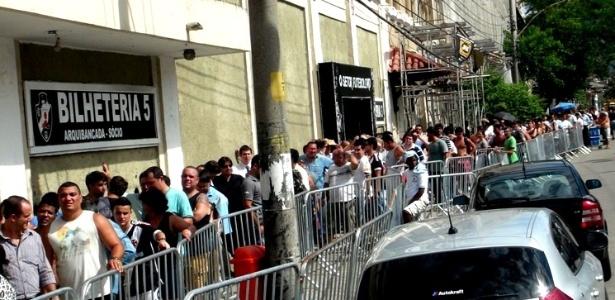 Vascaínos formaram longas filas em São Januário desde as primeiras horas desta quarta