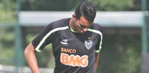 """Zagueiro Réver não quer ver a repetição de """"rodízio"""" de jogadores no Atlético em 2012"""