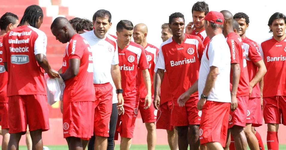 D'Alessandro (c) volta aos treinos, mas Dorival Jr. fechou atividade (01/12/11)