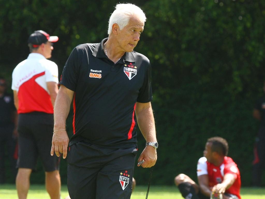 Emerson Leão comanda treino do São Paulo (01/12/2011)
