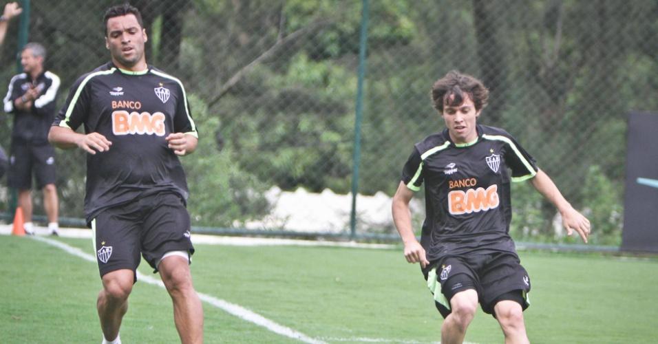 Daniel Carvalho (E) e Bernard (D) treinam juntos (2/12/2011)