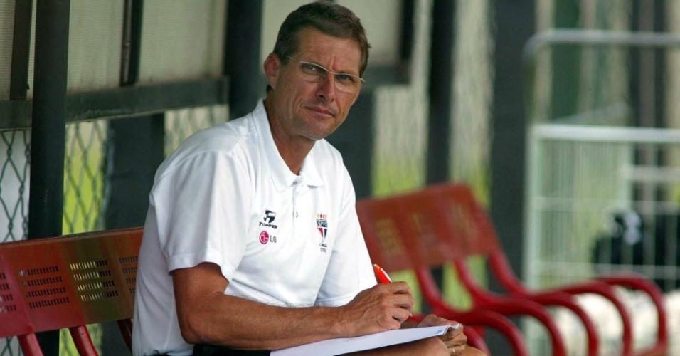 Oswaldo de Oliveira durante treino do São Paulo em 2003