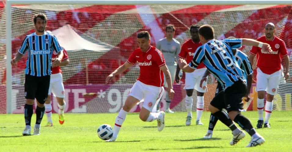 Meia D'Alessandro do Inter no clássico Gre-Nal da última rodada do Campeonato Brasileiro no Beira-Rio (04/12/2011)