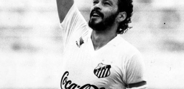 Sócrates com a camisa do Santos, clube que defendeu entre 88 e 89