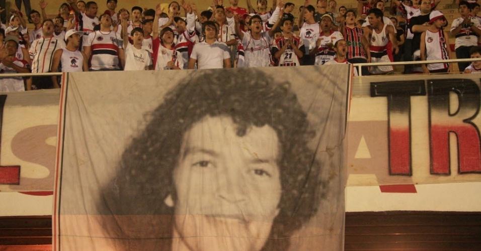 Torcida do Botafogo de Ribeirão presta homenagem a Sócrates em setembro, na partida contra o Francana pela Copa Paulista