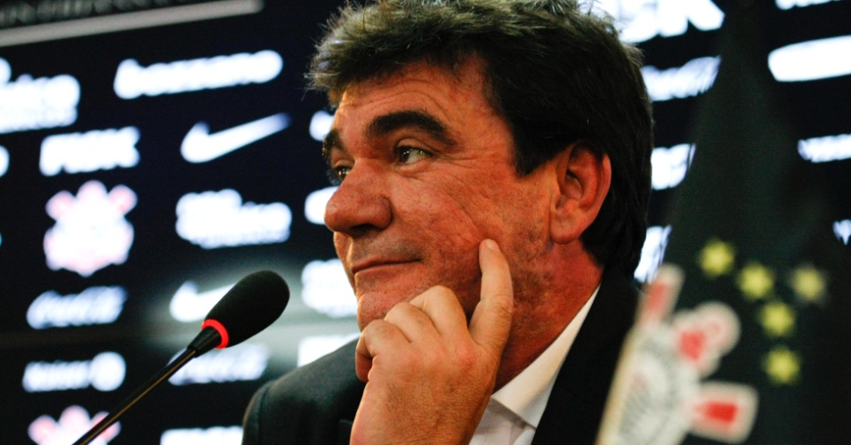 Andrés Sanchez concedeu entrevista coletiva nesta terça-feira no CT Joaquim Grava (06/12/11)