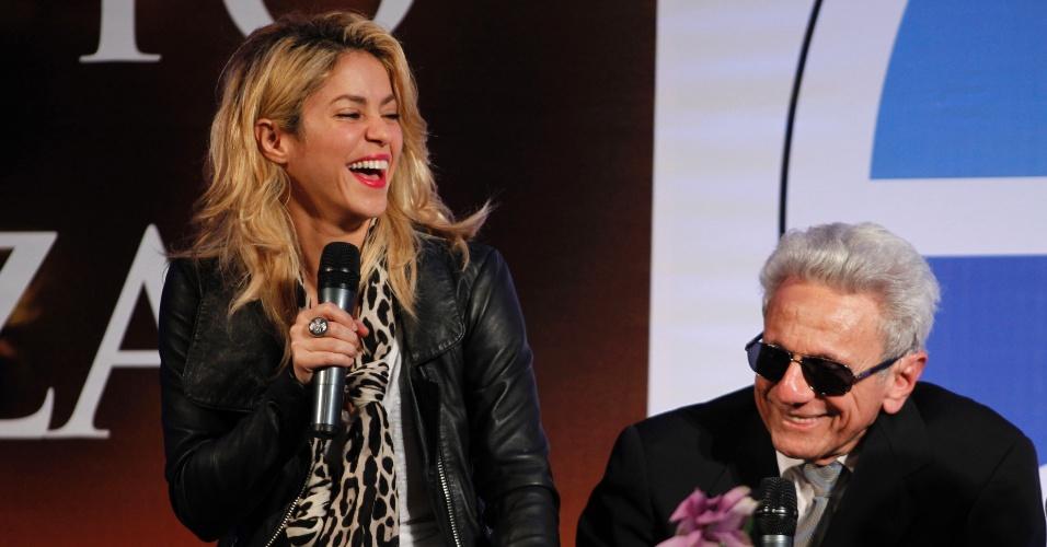 Dez.2011 - Noiva do jogador espanhol Piqué, Shakira comparece ao lançamento do livro do sogro