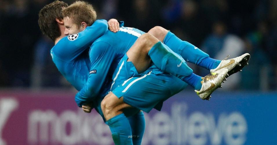 Domenico Criscito e Tomas Hubocan, do Zenit, comemoram classificação para a fase de mata-mata da Liga dos Campeões (06/12/2011)