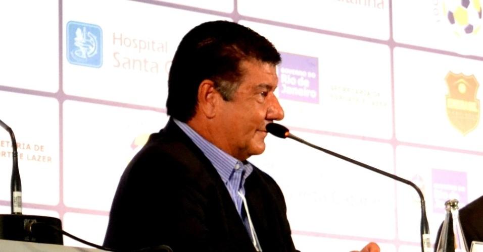 Joel Santana participa de congresso de futebol no Rio de Janeiro