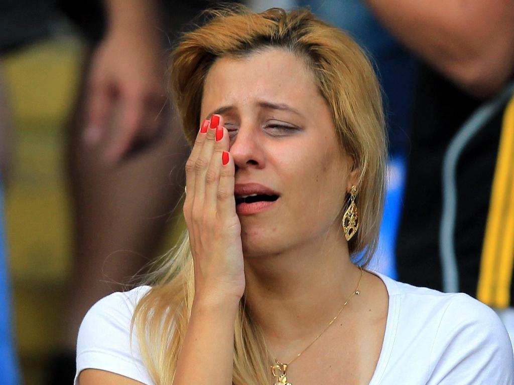 Torcedora vascaína chora após Vasco empatar com o Flamengo e perder a chance do título brasileiro