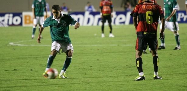 Lateral Douglas do Goiás na partida contra o Sport pela série B do Brasileiro (arquivo)
