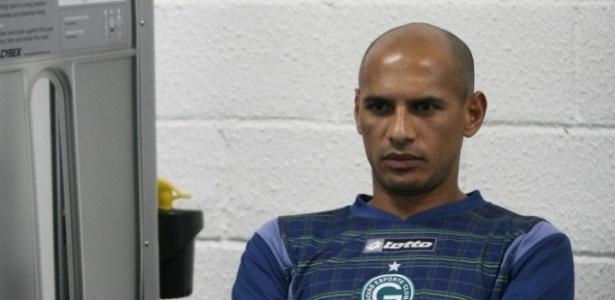 Marcelo Costa participa de um treinamento na sala de musculação do Goiás