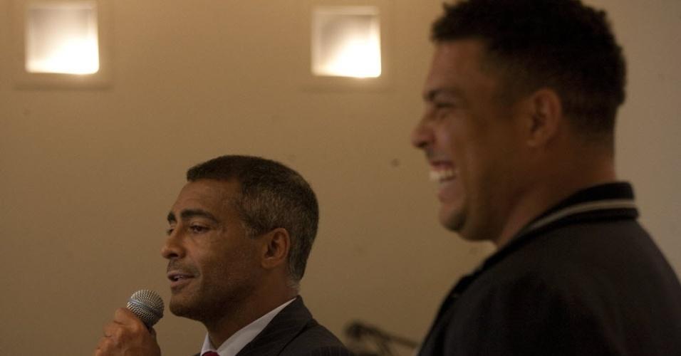 Romário e Ronaldo em evento do COL