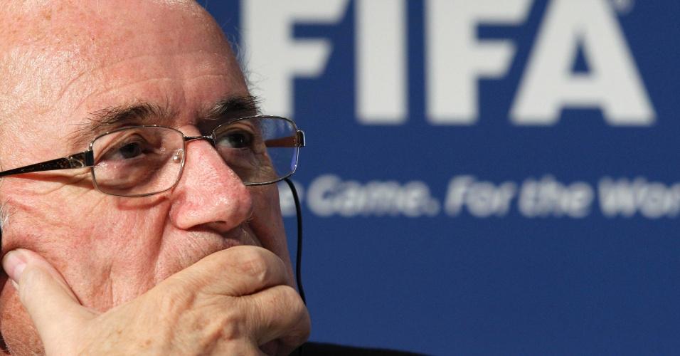 Joseph Blatter participa de entrevista coletiva após reunião do Conselho Executivo da Fifa em Tóquio (17/12/2011)