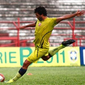 Zagueiro Ronaldo Alves renovou seu contrato com o Náutico