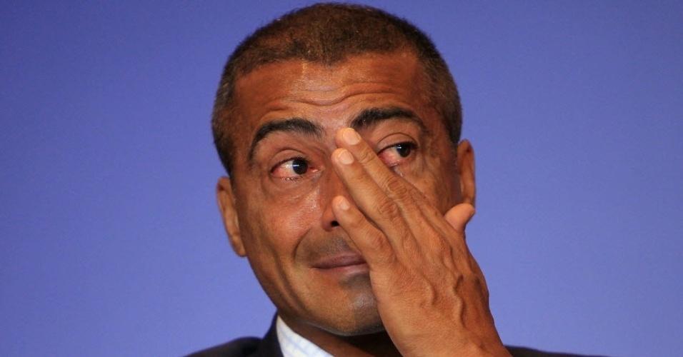 Romário chora ao anunciar que deficientes ganharão ingressos para a Copa de 2014
