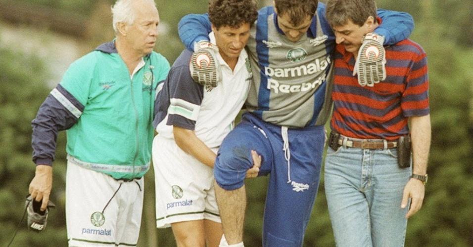 Marcos sofre fratura na tíbia, em 1996, que o afastou dos treinos por 7 meses