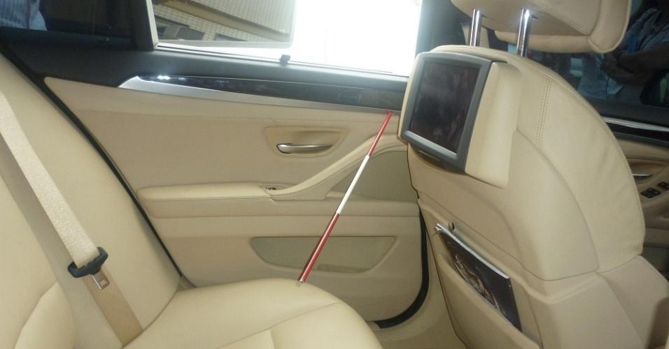 Adriene estava no banco de trás do carro de Adriano quanto o tiro atingiu seu  dedo