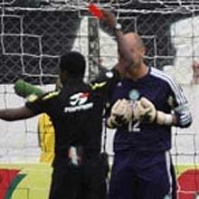 Marcos é expulso pelo árbitro Paulo César de Oliveira em 2008