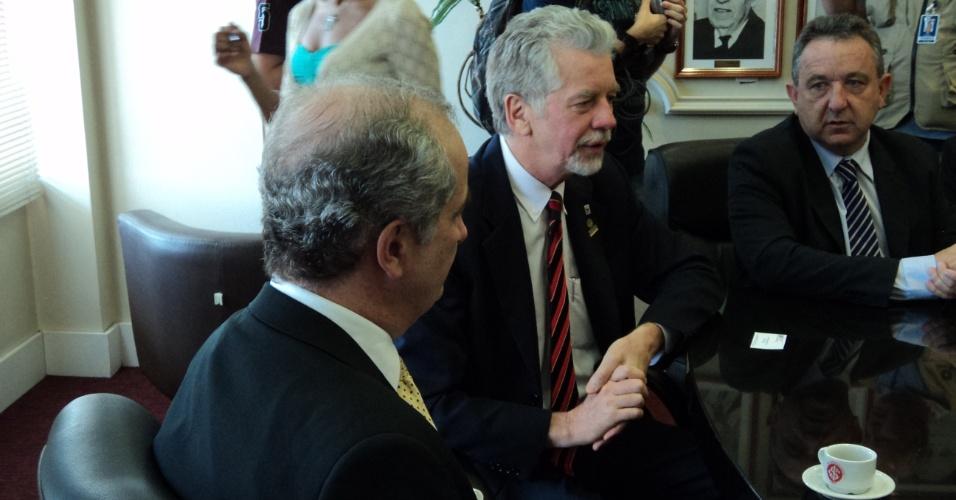 Presidente do Inter se encontra com o prefeito de Porto Alegre, José Fortunati (05/01/12)