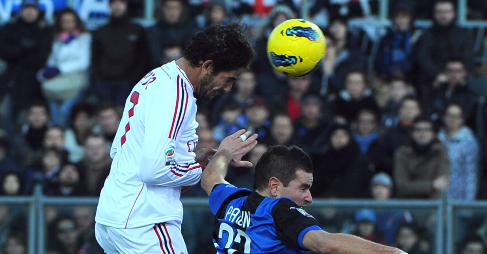 Alexandre Pato sobe para cabecear na vitória do Milan sobre o Atalanta