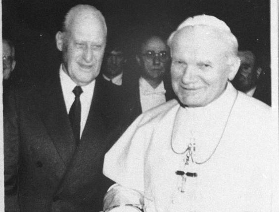 Havelange em encontro com o Papa João Paulo II: status de chefe de estado no comando da Fifa