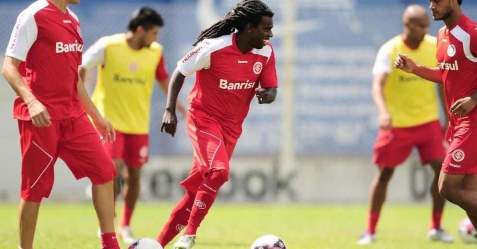 Tinga é um dos esteios do Inter na preparação para a pré-Libertadores (08/01/12)