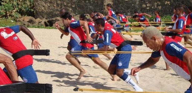 Bahia treina forte durante a pré-temporada na praia de Jaguaribe, em Salvador (10/01/2012)
