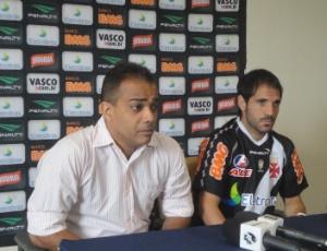 Freitas e Abelairas durante a apresentação do jogador no início do ano: saída amigável do Vasco