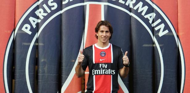 O lateral esquerdo brasileiro Maxwell é apresentado pelo PSG