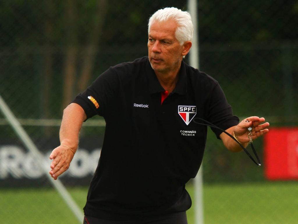 Emerson Leão, técnico do São Paulo