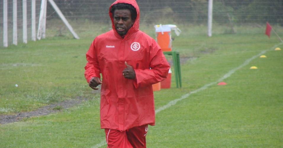Meia Tinga voltou aos treinos do Inter neste sábado, em Gramado (13/01/12)