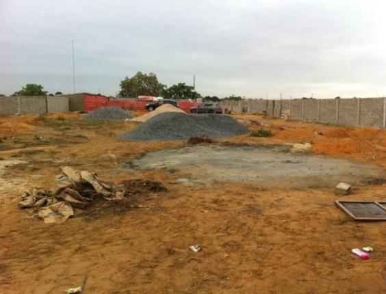 Terreno onde Rivaldo irá construir uma igreja, em Angola