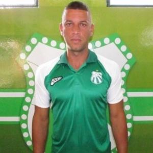 Zagueiro Leandrão viajou para o Rio de Janeiro e<br> já está passando por uma bateria de exames - Divulgação
