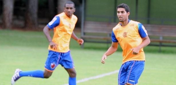 Marlon (esq.) já passou pelo Flamengo e estava no Atlético-GO