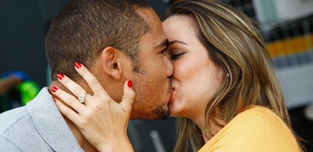 Jogador surpreendeu a todos que estavam no CT e pediu a namorada em casamento - Ricardo Saibun/AGIF