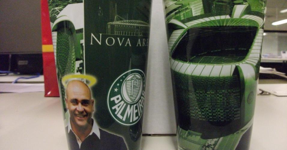 19.jan.2012 - Copo com Marcos e Nova Arena será comercializado. Há, também, a versão de Ademir da Guia