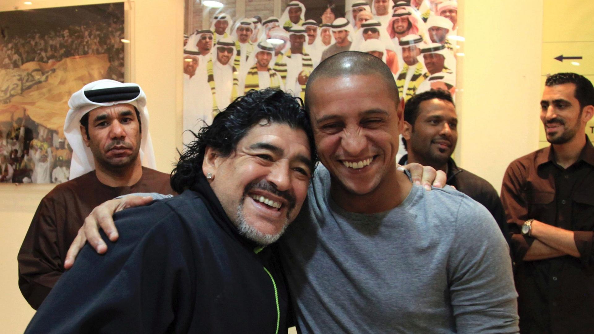 Diego Armando Maradona e Roberto Carlos, en Dubai, nos Emirados Árabes Unidos (19/01/2012)