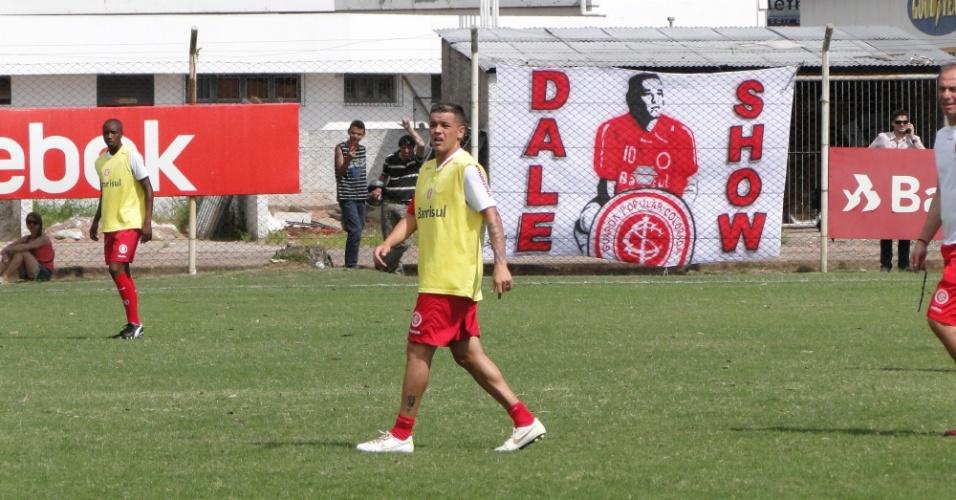 Meia D'Alessandro treina como reserva do Inter enquanto aguarda negociação do clube da China (20/01/2012)