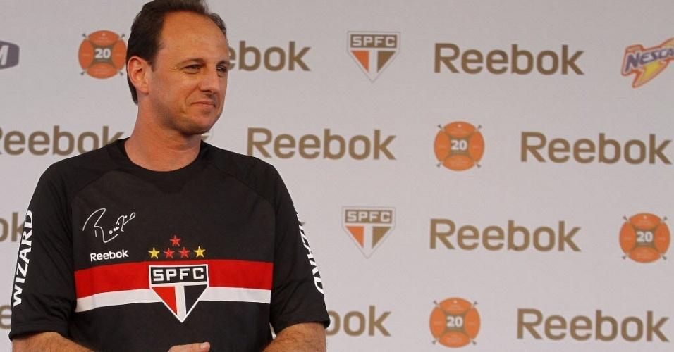 Rogério Ceni participa do lançamento do novo uniforme do São Paulo