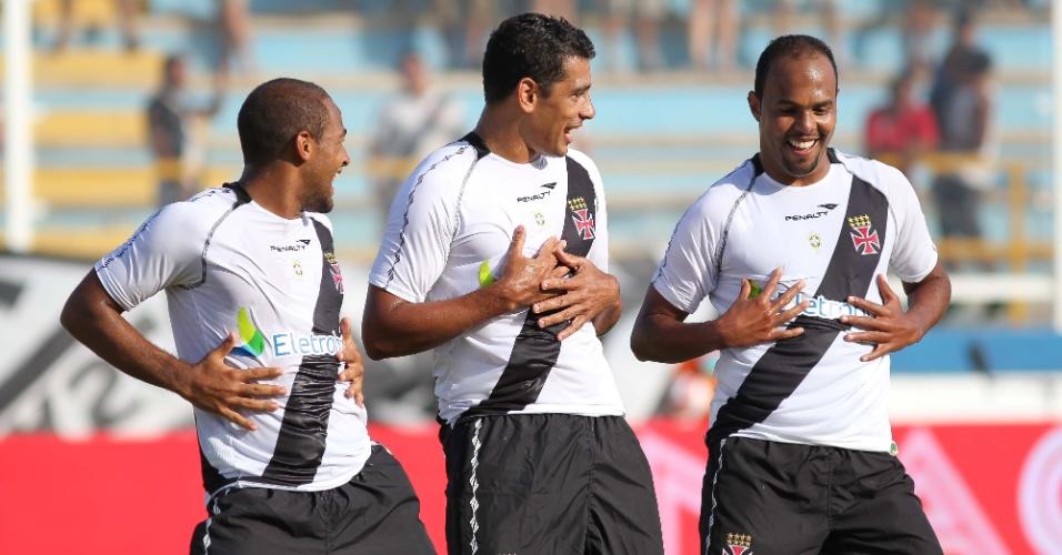 Alecsandro, Diego Souza e Fellipe Bastos comemoram gol do Vasco sobre o Americano (22/01/2012)