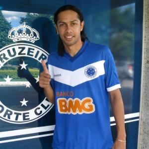 Fabio Lopes, que se apresentou ao Cruzeiro nesta segunda-feira, foi aprovado nos exames médicos - Cruzeiro/Divulgação
